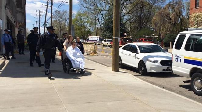 oficial baleado fuera hospital