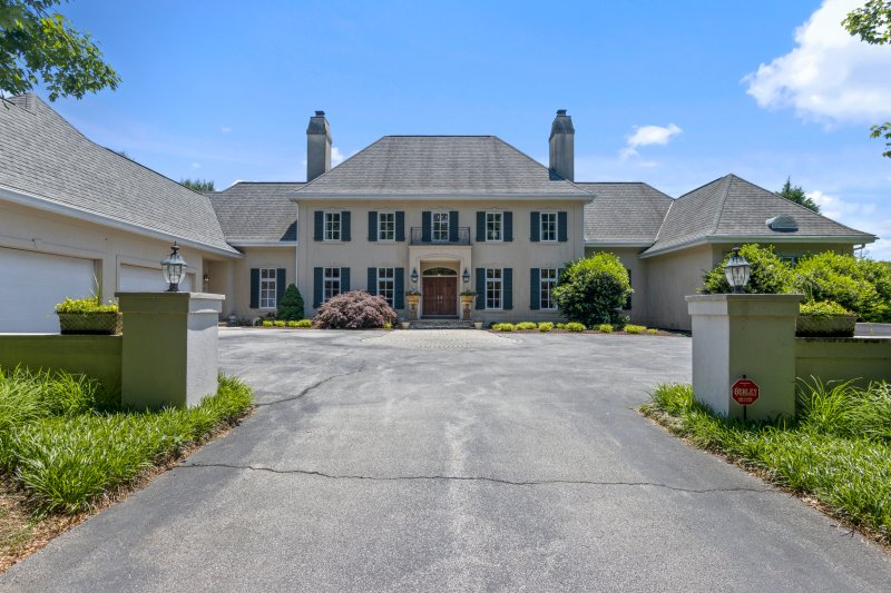 En imágenes: la casa de $2.4 millones en venta a lado de la residencia de Biden