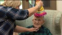 Robert Hendrick, un veterano de la II Guerra Mundial, festejó su cumpleaños rodeado de familiares y amigos.