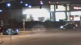 En video: bebé sale expulsado de un auto en movimiento