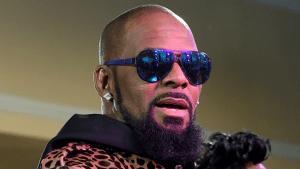 R. Kelly se entrega tras acusaciones de abuso sexual