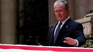 El expresidente George W. Bush despide a su padre