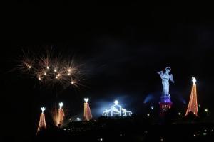 Pesebre gigante ilumina la capital ecuatoriana
