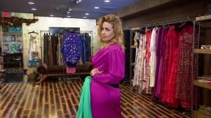 Dayana Garroz se prueba vestidos para los Latin AMAs