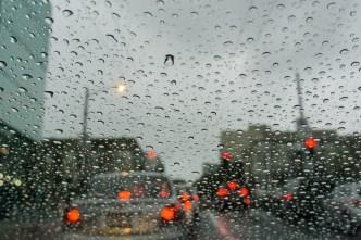 Variaciones en el tiempo traen lluvia y humedad