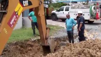 Intensas lluvias provocan colapso de carretera en San Sebastian