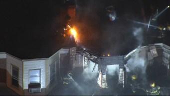 Hispanos desplazados tras incendio en Kensington
