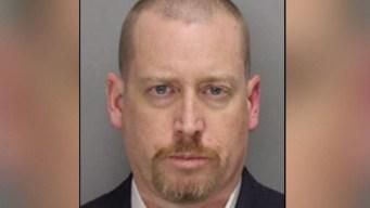 Buscan a abogado acusado de matar a su madre a cuchillazos