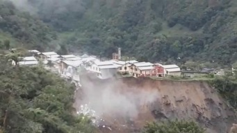 Ecuador: casas caen al vacío por crecida de ríos