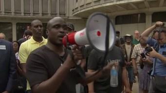 Controversia tras publicaciones racistas de policías