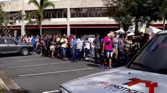 Cientos de ciudadanos se dan cita a la feria de empleo