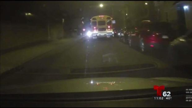 [TLMD - PHI] Bus impacta autos y sigue la marcha