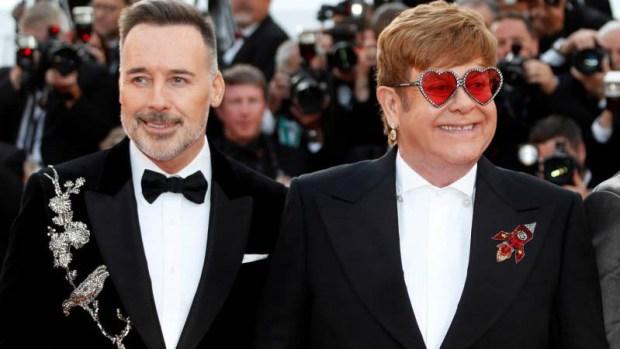 Elton John es la estrella en la alfomba roja de Cannes