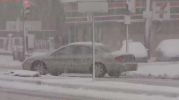 """""""Patinan"""" los conductores que se aventuran a manejar tras la tormenta"""