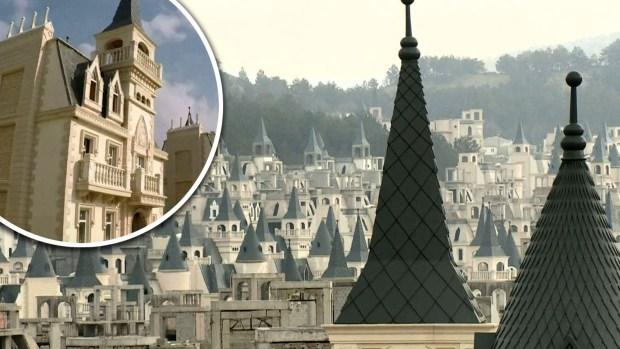 """[TLMD - LV] El tétrico pueblo """"fantasma"""" con 700 castillos"""
