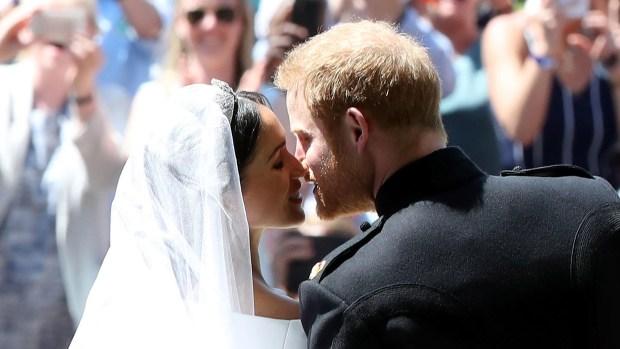 [TLMD - MIA] En video: Harry y Meghan se besan ante la mirada de todos