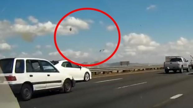 [VIDEO] Captado en video: piloto expulsado de un F-16 antes de accidente al sur de LA