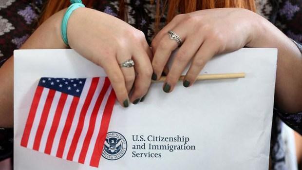 Ciudadanías por naturalización: por qué están en la mira del gobierno