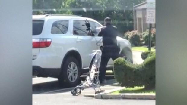 Policías salvan a niños de morir en autos por calor extremo