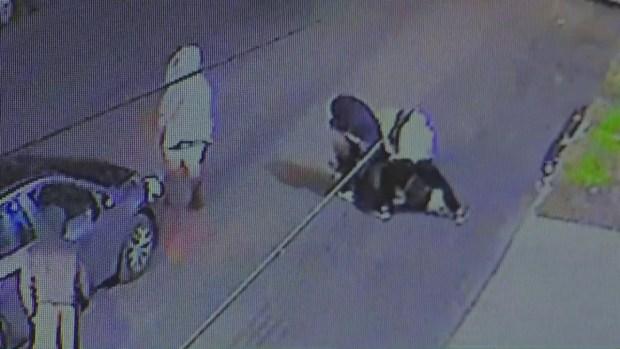 [LA] Revelan video pertubador de la golpiza que recibió un vendedor ambulante