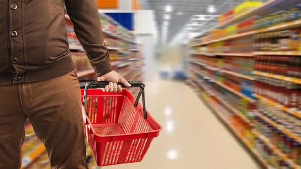 ¿Recibes cupones de alimentos? Así te afectaría ante Inmigración
