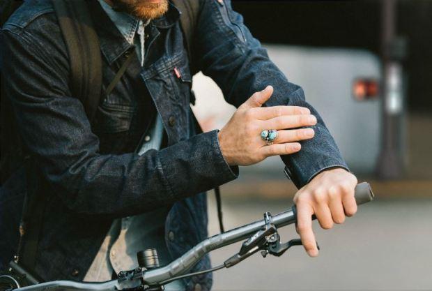Déjalo guardado: controla tu teléfono con la manga de tu jacket