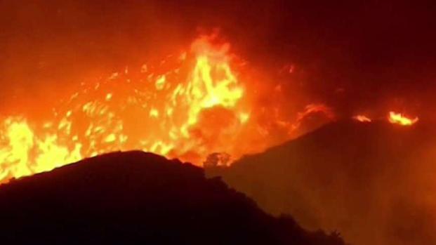 [TLMD - MIA] Incendio deja en penumbras a miles en California