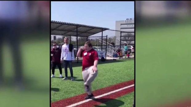 [TLMD - MIA] Viral baile de niño con síndrome de Down en juego de béisbol
