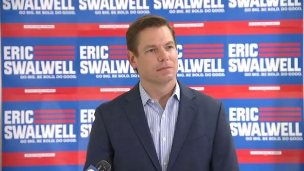 Demócrata Swalwell se baja de la contienda presidencial