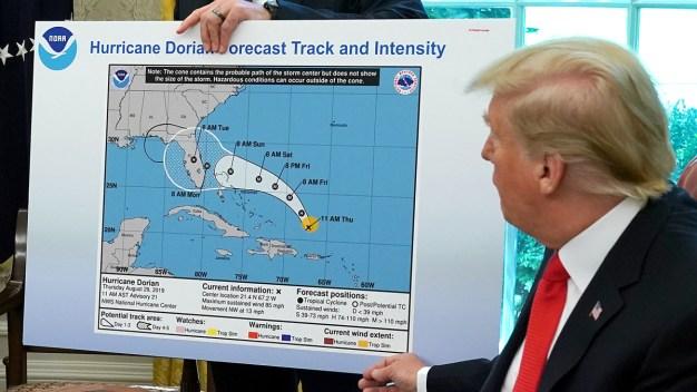 Funcionario respalda a meteorólogos frente a Trump