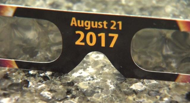 ¿Gafas para el eclipse? Podrían estar cerca de tu casa