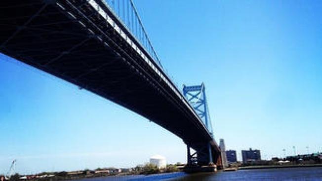 Suguieren cierre de puente por visita papal