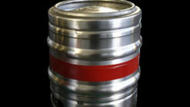 Apresan sospechosos de hurtar barriles de cerveza