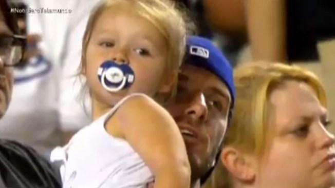Beckham defiende a su hija por uso de chupete