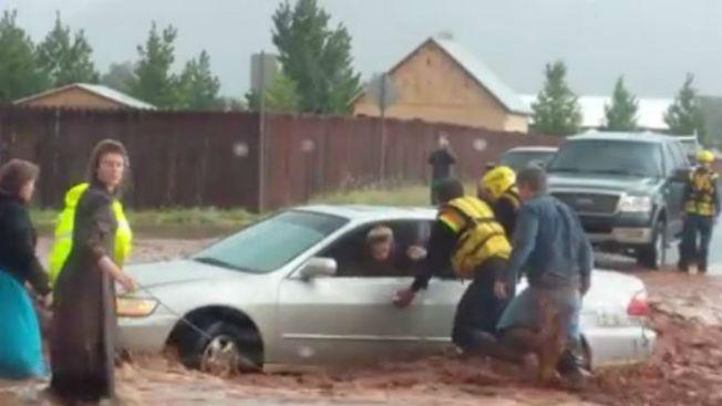 Son 15 los muertos tras inundaciones repentinas