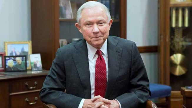 Mil profesores de Derecho rechazan a fiscal general de Trump