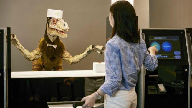Video: Abre hotel atendido sólo por robots