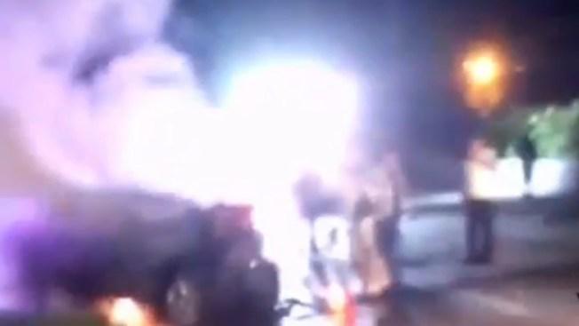 Arden dos vehículos tras fatal accidente en FL