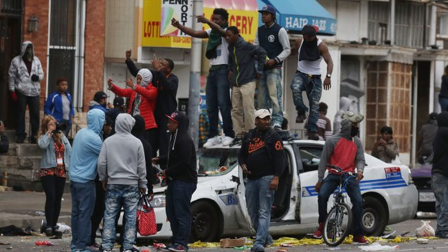 Saqueos y vandalismo sacuden a Baltimore