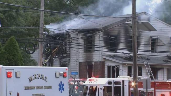 Incendio deja 12 heridos, incluyendo a bombero