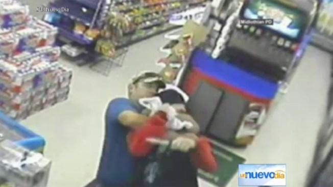 Policía: se roba carrito de Walmart y huye por carretera