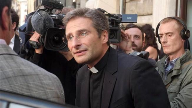 Vaticano expulsa a cura que se declara gay