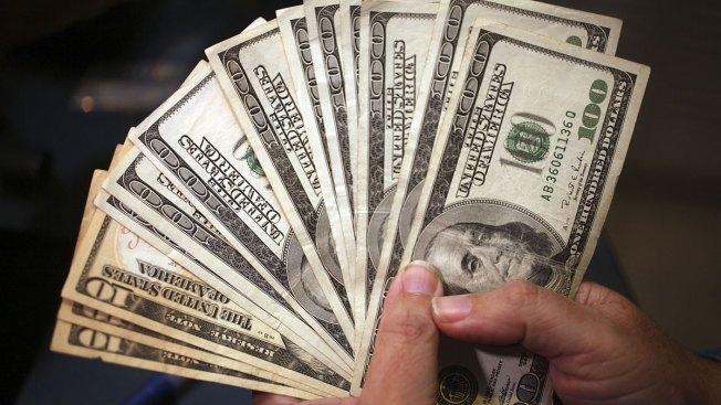 Encuentra $20 en la calle y se gana $1 millón
