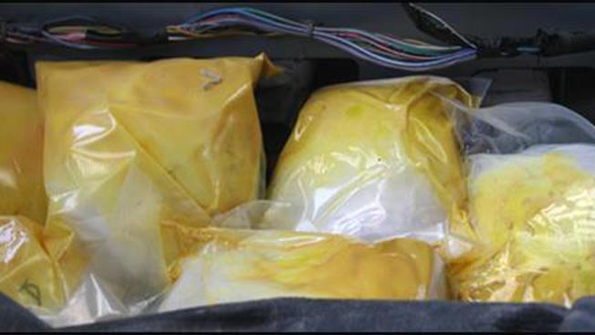 Fiscalía: Ex agente admite rol en tráfico de drogas