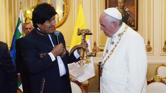 """Vaticano: """"crucifijo comunista"""" no ofendió"""