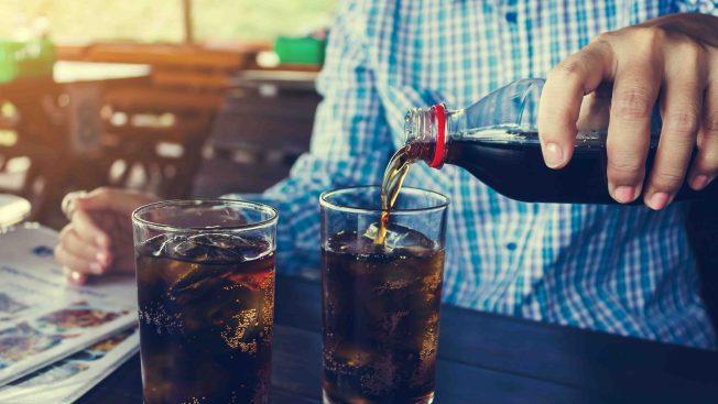 Estudio: los latinoamericanos consumen más bebidas azucaradas en el mundo