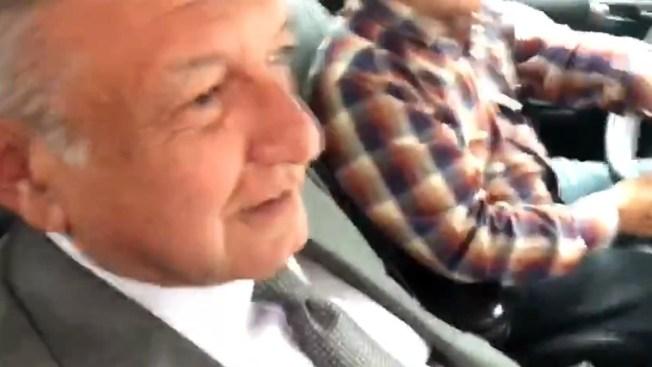 AMLO provoca polémica por besar a reportera