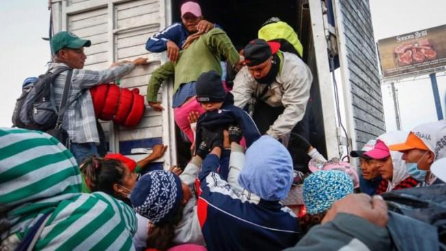 """AMLO celebra que Trump elogie """"esfuerzo"""" migratorio de México"""