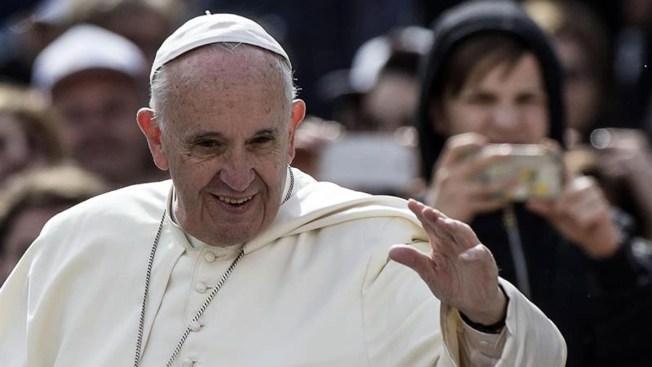 Papa Francisco descarta ordenar mujeres al sacerdocio