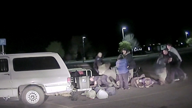 En video: mortal riña en estacionamiento